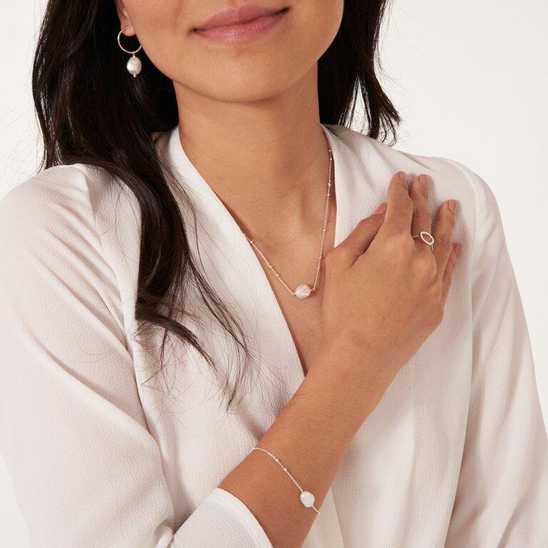 Isla Pearl Short Pendant Necklace